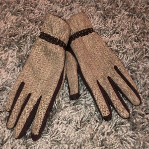 Isotoner Women's Gloves- easy to use to text/call